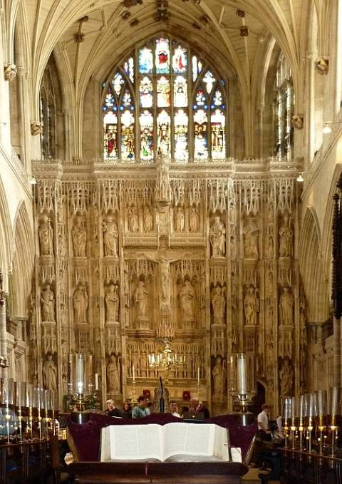 Interior of winchester cathedral showing the great screen - Auayen architektur ...