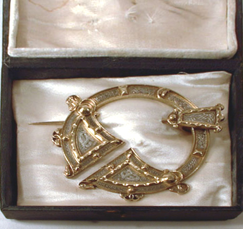 Mourning Pendant for Sir W. F. Bau (rear)