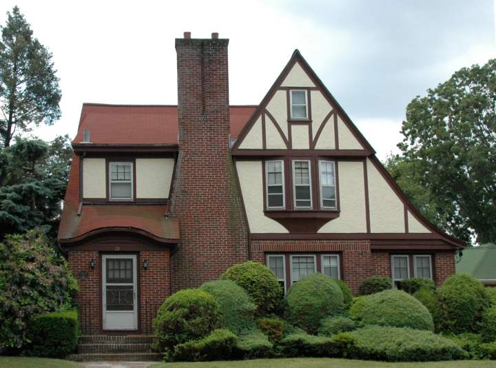 22 kenilworth way tudor revival house pawtucket rhode island for Homes for the rich